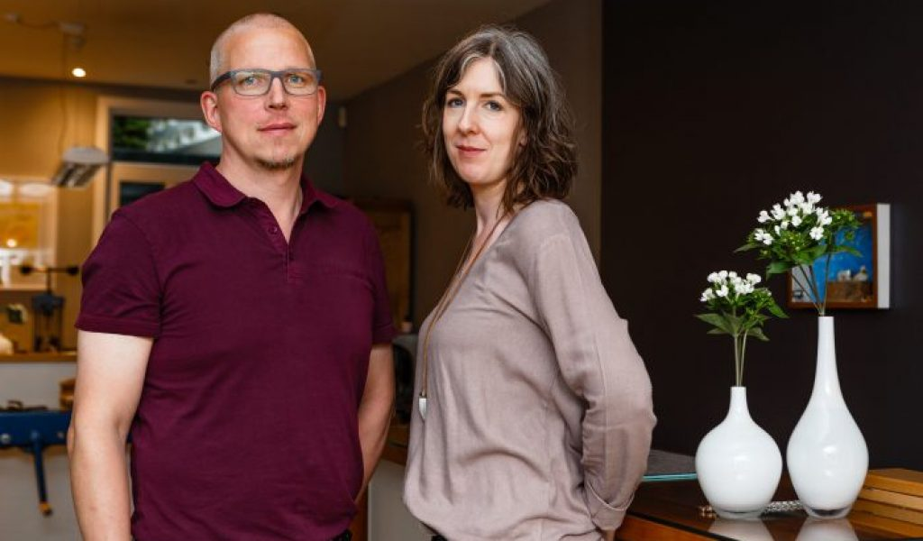 Das Goldschmiede-Ehepaar im eigenen Ladenlokal